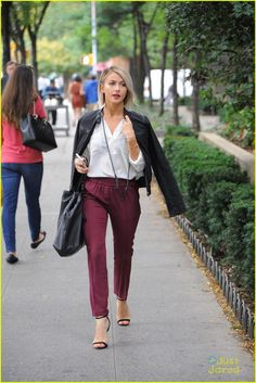 Julianne Hough's outfit is on point!