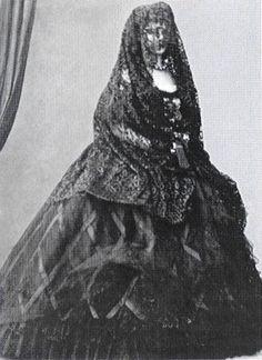 "Elisabeth Amalie Eugenie ""Sissi"" Bavaria, wife of Emperor Franz Joseph I Austria, wearing a veil, Victorian Era, Victorian Fashion, Old Photos, Vintage Photos, Austria, Empress Sissi, Kaiser Franz, Mourning Dress, Second Empire"