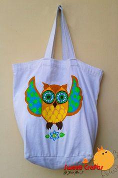Owl Tote Bag Si te encantan los búhos es momento que solicites tu bolso con este hermoso diseño disponible en Sweet Crafts. En él puedes colocar cualquier tipo de herramienta ya que es muy resistente y así puedes utilzarlo para todo uso, incluso para hacer las compras y no gastarás más en bolsas plásticas. #pintura #totebag #owl Técnica: Acrílico sobre lona