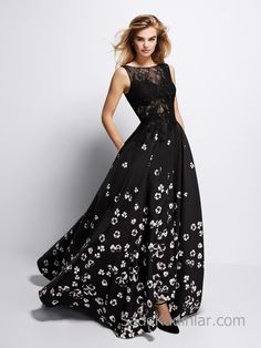 Buy Gata: Black flared cocktail dress decorated with small white flowers. Available at Pronovias On-line Shop. Beautiful Evening Gowns, Beautiful Dresses For Women, Lace Evening Gowns, Pronovias, White Cocktail Dress, The Dress, Dream Dress, Ideias Fashion, Ball Gowns