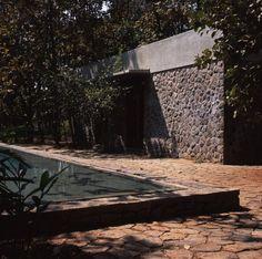 Image 37 of 50 from gallery of Copper House II / Studio Mumbai. Photograph by studio mumbai Indian Architecture, Minimalist Architecture, Architecture Details, Modern Architecture, Delhi India, New Delhi, Estudio Mumbai, Tulum, Copper House