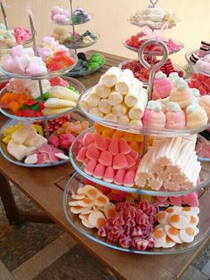 Is Sweet: 55 Wedding Candy Bar Ideas - Wedding Decoration - . - Love Is Sweet: 55 Wedding Candy Bar Ideas -Love Is Sweet: 55 Wedding Candy Bar Ideas - Wedding Decoration - . - Love Is Sweet: 55 Wedding Candy Bar Ideas - Dessert Party, Buffet Dessert, Snacks Für Party, Candy Party, Pink Dessert Tables, Candy Buffet Tables, Candy Bars For Parties, Kids Dessert Table, Diy Dessert