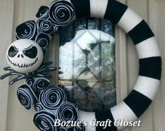 Halloween Mesh Wreaths, Halloween Door Decorations, Easter Bunny Decorations, Nightmare Before Christmas Decorations, Nightmare Before Christmas Halloween, Christmas Diy, Christmas Wreaths, Black Christmas, Fall Wreaths