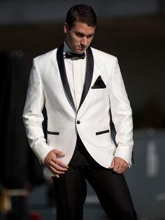 Anzug in weiß und schwarz zur Hochzeit, eleganter Smoking für den festlichen Anlass / wedding suit in black and white, elegant smoking for a festive occasion by Saraybrautmoden via DaWanda.com