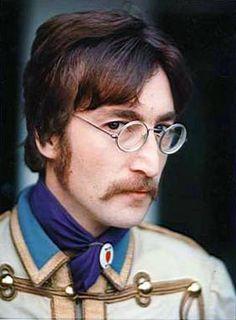 Pepper era one of my favorite pics Imagine John Lennon, John Lennon Yoko Ono, Les Beatles, John Lennon Beatles, Great Bands, Cool Bands, Jhon Lennon, Idole, Lonely Heart