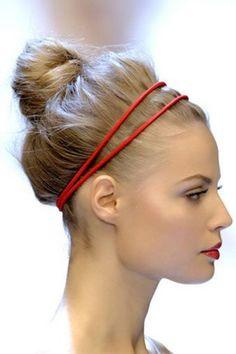 Sommerfrisuren mit Haarband