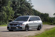 Mitsubishi Lancer Evolution IX Wagon CT9W