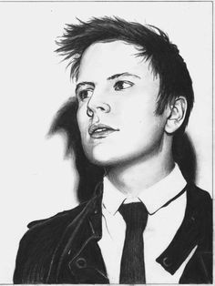 THIS IS FREAKING INSANE!!!!!!! ITS PATRICK STUMP!!!! Wish I could draw like that...