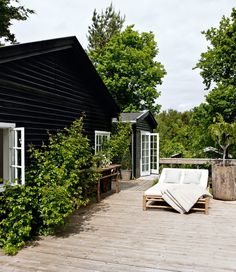 This lovely Scandinavian summer cottage belongs to Tine K, who is the owner of the Danish home decor company with the same name. So it is no wonder that the summer house is decorated, in a simply yet%categories%Outdoor Cottage Homes, Cottage Style, Cozy Cottage, Outdoor Spaces, Outdoor Living, Black House Exterior, Exterior Doors, Exterior Stairs, Stucco Exterior