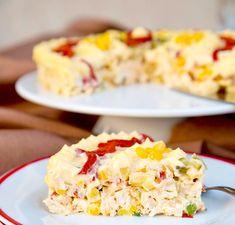 Imádom az ilyen könnyed salátákat, ráadásul ananász is van benne, nem olyan mint a megszokott salik,mondhatom, zajos sikert aratott, és meglepetésemre a gyerkőcöknek is nagyon bejött! :):) Hozzávalók: 1 csirkemell 3 burgonya 2 sárgarépa... Healthy Salad Recipes, Paleo Recipes, Cooking Recipes, Crab Stuffed Avocado, Cottage Cheese Salad, Salad Design, Salad Dishes, Romanian Food, Tasty