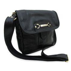 Essa bolsa carteiro feminina é ideal para quem carrega o básico. Entre em  nossa loja a331c3e8ec