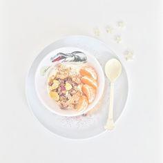 Nach dem vielen Essen der letzten Tage heute ein kleines feines Mittagessen: Budwigcreme mit Mandarinen etwas Familienmüsli mit Apfelpommes und einer Prise Zimt.    #afterchristmasfood #budwigcream #clementines #cinnamon #foodlove #buwig #zimtliebe @biozentrale_official #hofliebe #familienmüsli #apfelpommes #familieneseen