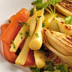 Glasiertes Möhren-Petersilienwurzel-Gemüse Vegetable Recipes, Veggie Food, Wok, Celery, Cantaloupe, Carrots, Low Carb, Food And Drink, Healthy Recipes