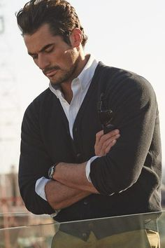 Considering David Gandy's birthday is February there should be an International David Gandy Day ;-) I mean of all the models and fitness models out there, I'd say David James Gandy is the one most women go absolutely ga-ga over. David Gandy Style, David James Gandy, David Beckham, Mode Masculine, Androgynous Models, Dolce E Gabbana, Raining Men, Sharp Dressed Man, Gentleman Style