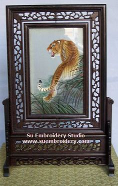 Tiger, double-sided embroidery work, one embroidery two identical sides, Chinese Suzhou silk embroidery art, Su Embroidery Studio