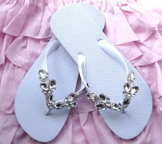 300ec05961079 flip flops using jewels from dollar bin - we did this