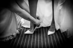 Bridal preparations putting on her shoes. Bride & groom getting married outside in traditional style at Theobald's Park Hotel North London. Italian Wedding Venues, Getting Married In Italy, Wedding Schedule, Outdoor Wedding Photography, Civil Wedding, Renaissance Fashion, On Your Wedding Day, Summer Wedding, Italy Wedding