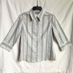 Apt. 9 stretch button up blouse Apt. 9 stretch button up blouse. Sleeve length reaches about elbow. Very cute blouse. Greens, white, silver and a little of brown. Excellent condition. 58% cotton, 37% polyester, 4% spandex & 1% other fiber (no idea what other fiber means). Apt. 9 Tops Blouses