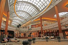 Malls Across Florida -   From luxury destination malls to bargain hunters' dream outlets, these Florida malls combine Sunshine State flair with your favorite brands and boutiques.