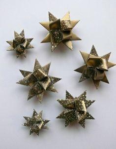 Papírové hvězdičky k dekoraci.