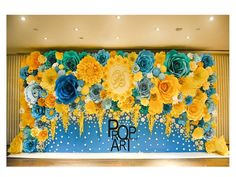 Incredibly beautiful flower wedding decorations by Prop Art Paper Flower Backdrop Wedding, Paper Backdrop, Floral Backdrop, Wedding Flower Decorations, Paper Decorations, Wedding Paper, Paper Flower Art, Giant Paper Flowers, Flower Crafts