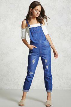 72 Comfy Denim Overalls for Women Style - Fashionetter Denim Overalls Outfit, Womens Denim Overalls, Dungarees, Denim Shorts, Blue Jean Jumpsuit, Jeans Jumpsuit, Short Outfits, Trendy Outfits, Cool Outfits