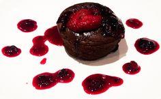 Feel Good: Muffin de Chocolate com Molho de Morango, s/ açúcar refinado