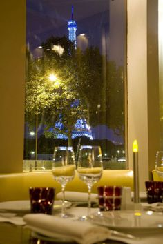 restaurant face a la Tour Eiffel