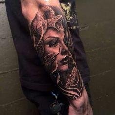 Realistic Medusa Head With Snakes Tattoo On Sleeve – Serpent tattoo God Tattoos, Body Art Tattoos, Sleeve Tattoos, Blue Tattoo, Snake Tattoo, Trendy Tattoos, Tattoos For Guys, Medusa Art, Medusa Head