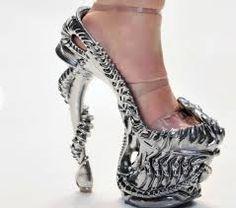 Resultado de imagem para sapatos mais estranhos do mundo