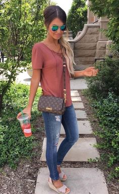 Cool 34 Flawless Spring Outfits 2018 http://clothme.net/2018/04/08/34-flawless-spring-outfits-2018/