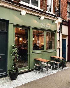 Ooh speaking of cosy spaces 💫 I wouldn't mind popping into -looks cosy very cosy indeed 📸 Small Restaurant Design, Deco Restaurant, Cafe Shop Design, Cafe Interior Design, Bar Bistro, Bar Deco, Coffee Shop Aesthetic, Cafe Exterior, Small Coffee Shop