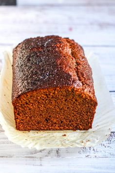 This sticky ginger cake just like my mum used to make. Packed full of ginger and sticky this recipe is fantastic and gets better the longer it sits there. Ginger Loaf Cake, Sticky Ginger Cake, Recipe For Ginger Cake, Baking Recipes, Dessert Recipes, Desserts, Dutch Recipes, Baking Ideas, Cupcake Recipes