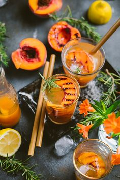 Grilled Nectarine Rosemary Iced Tea Drinks Alcohol Recipes, Yummy Drinks, Cocktail Recipes, Spritzer Drink, Grapefruit Vodka, Low Calorie Cocktails, Brunch Bar, Wedding Signature Drinks, Snacks Sains