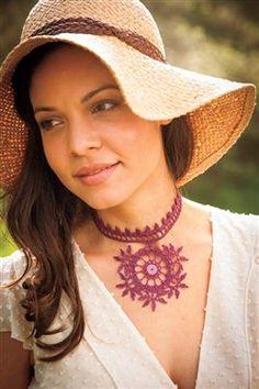 I love this striking crochet necklace! Mehndi Necklace - Media - Crochet Me