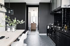 Ode to Black : A home in Antwerp - via French By Design