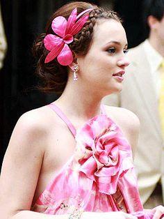 I love the big hair accessories <3