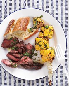 Skirt Steak and Chimichurri and other Summer Picnic Recipes - Martha Stewart Food Chimichurri, Grilled Skirt Steak, Picnic Foods, Picnic Snacks, Picnic Parties, Le Diner, Weeknight Meals, Quick Meals, Beef Recipes