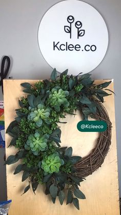 Flower Wreaths, Wreaths And Garlands, Fall Wreaths, Front Door Decor, Wreaths For Front Door, Door Wreaths, Vence, Succulent Wreath, Art And Craft Design