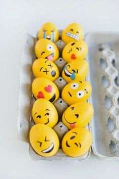 DIY: Emoji Easter Eggs - Looking for a fun egg decorating activity this Easter? You'll enjoy this super cute (and easy) Easter egg craft! Emoji Easter Eggs, Hoppy Easter, Easter Bunny, Egg Emoji, Holiday Crafts, Holiday Fun, Crafts For Kids, Diy Crafts, Bunny Crafts