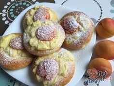 Meruňkové kynuté koláčky   NejRecept.cz Doughnut, French Toast, Muffin, Breakfast, Food, Food Ideas, Breakfast Cafe, Muffins, Essen