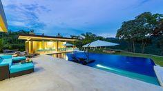 Casa Loma: Piscinas de estilo Minimalista por Conecta Arquitectos Ltda
