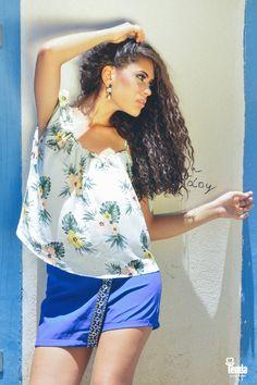 Short saia com bordado no transpasse  frontal e  blusa estampada, de modelagem bem soltinha são uma ótima opção para quem quer investir em um look fresquinho e bonito. #LojasTenda  Dicas de moda em nosso blog: www.lojastenda.com.br/blog/