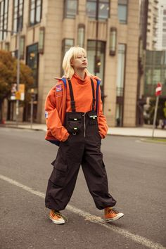 Alas, my street style cup runneth over. Shanghai streets have provided a whole plethora of good style and looks from which to glean inspo. Japan Street Fashion, Tokyo Fashion, Harajuku Fashion, Street Style Vintage, Asian Street Style, Mode Vintage, K Fashion, China Fashion, Fashion Outfits