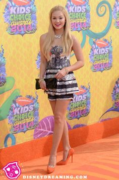 Olivia Holt's KCAs style!