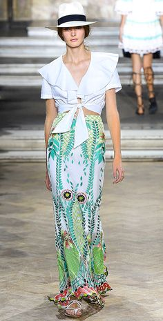 Highlights from LFW: Temperley London Spring 2016 — Très Haute Diva Diva Fashion, Look Fashion, Fashion Outfits, Fashion Design, Fashion Bloggers, Runway Fashion, Spring Summer 2016, Spring Summer Fashion, Blusas Top