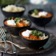 Indisk chicken korma Lchf, Korma, Chicken, Ethnic Recipes, Drinks, Food, Cilantro, Drinking, Beverages