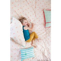 Plein de pep's et de vitamines, cette parure de lit pour enfants apportera une touche sympa à la décoration de leur chambre.   Dessinée parMimi'Lou. Housse de couette de 100 x 135 cm et taie d'oreiller de 40 x 40 cm. ModèleOiseaux roses. DesignMimi'lou. Coton sérigraphié. lavable à 40° C. 75,00 € http://www.lafolleadresse.com/decoration-enfant/2603-draps-100-x-135-cm-oiseaux-roses-mimi-lou-nouvelle-collection-été.html