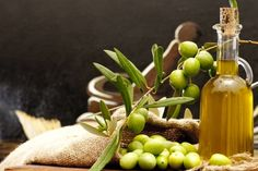olives and olive oil Olive Oil: A Best Brain Food (& Smart Buying Tips Cooking With Coconut Oil, Coconut Oil Uses, Olives, Good Brain Food, Cholesterol Lowering Foods, Cholesterol Levels, Salud Natural, Foods To Eat, Natural Home Remedies