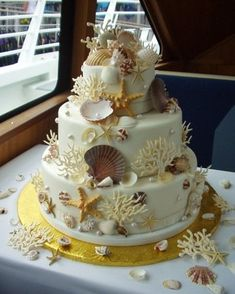 Seashell Cake, my daughter makes the shells out of candy when she does this kind of cake! so pretty